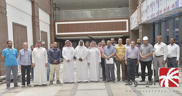بالصور مدير جامعة الملك فيصل يتفق د مبنى كلية الهندسة الحديث ويوج ه بسرعة إنجازه